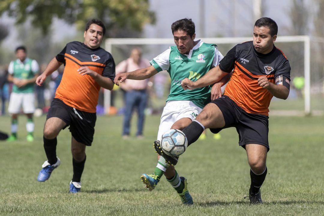Diferencia entre futbolista amateur y profesional